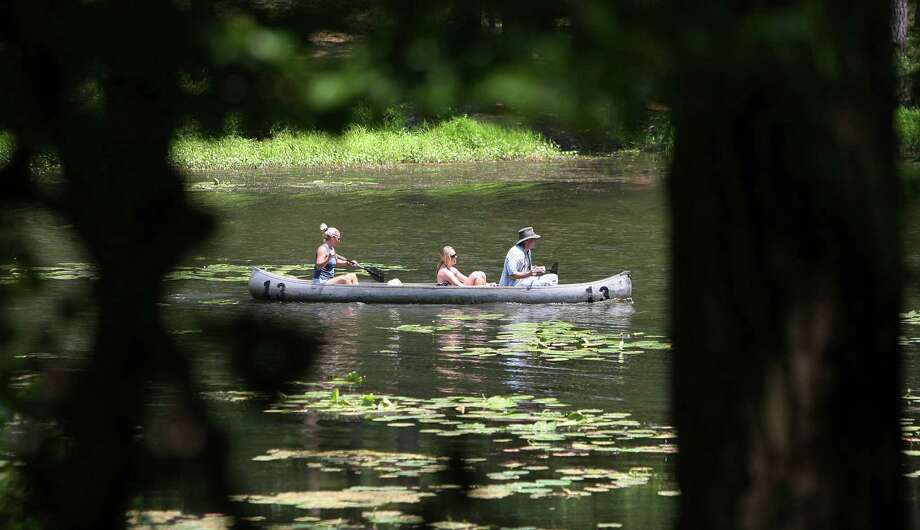 A family canoes together on the lake at Huntsville State Park Photo: Mayra Beltran, Staff / Houston Chronicle
