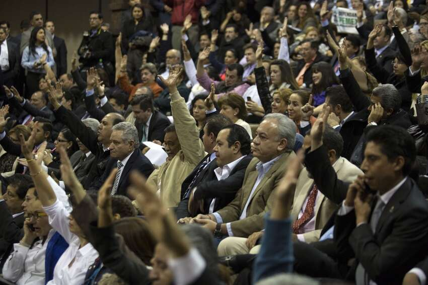 Deputies vote during a session of the lower house of the Mexican Congress in Mexico City, Mexico, on Thursday, Dec. 12, 2013. Mexico will end 75 years of government control of its vast oil reserves after Congress approved the nation?'s most significant economic reform since the North American Free Trade Agreement.