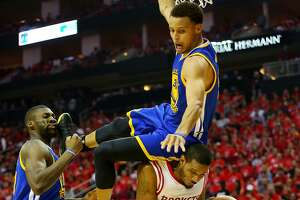 Bruised right side won't sideline Stephen Curry - Photo