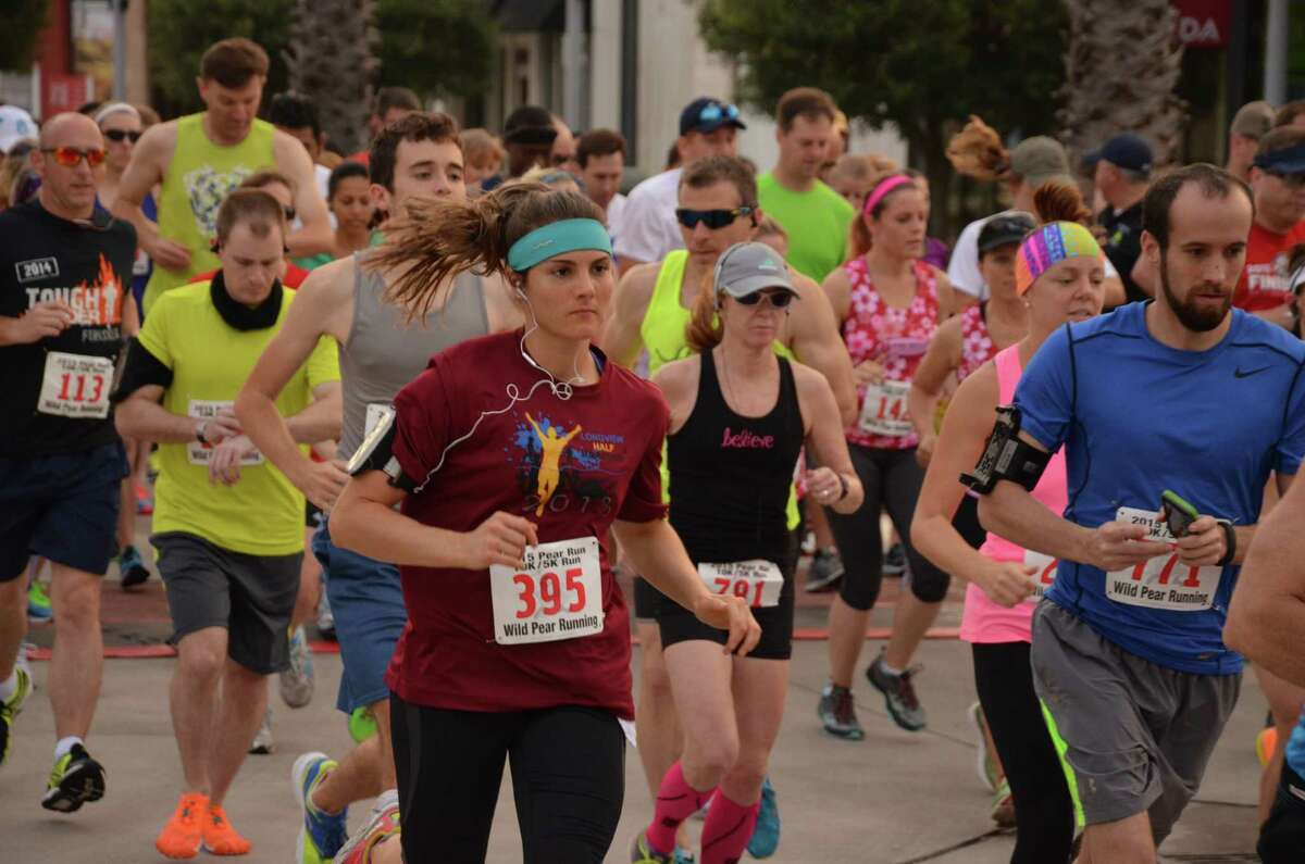 The May 9 Pear Run featured 936 runners and provided $25,000 to the Pearland Citizens Police Academy Alumni Association to buy police equipment.