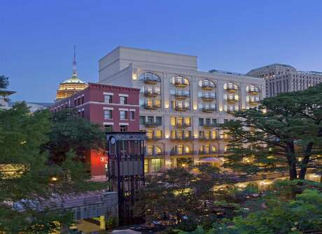 Consistently ranked among the top hotels in San Antonio, Mokara Hotel & Spa is located in the heart of the city across the River Walk from its companion property, Omni La Mansion del Rio Hotel.