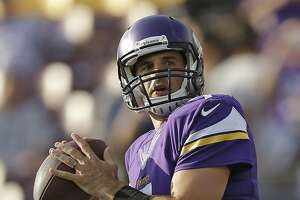 Ponder fills in ably as Raiders' QB with Carr sidelined - Photo