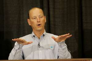 PG&E president to retire after tough run at utility - Photo