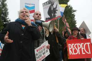 Chevron faces critics at annual meeting - Photo