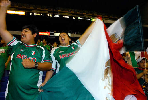 Juan and Maria Pina celebrate Mexico's 10-0 win over Dominica after the game of their World Cup qualifier on June 19, 2004 at the Alamodome. Photo: Express-News File Photo / SAN ANTONIO EXPRESS-NEWS