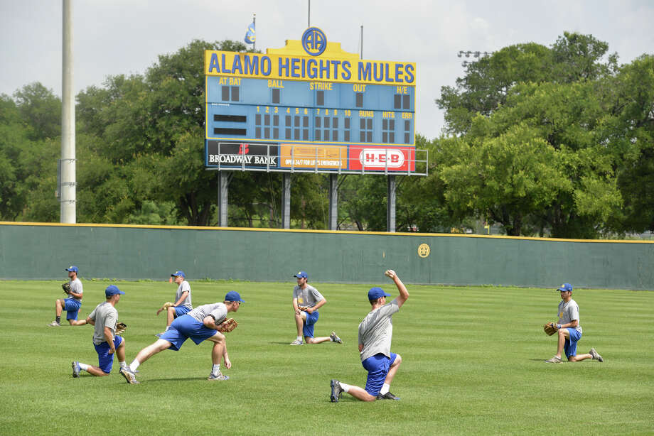 The Alamo Heights Mules work out recently at the Mule Yard. Photo: Robin Jerstad / San Antonio Express-News