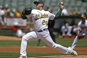 Scott Kazmir leaves with shoulder tightness in A's 3-2 loss - Photo