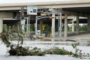 Storms' 2-state toll at 21 in Texas' record rains - Photo