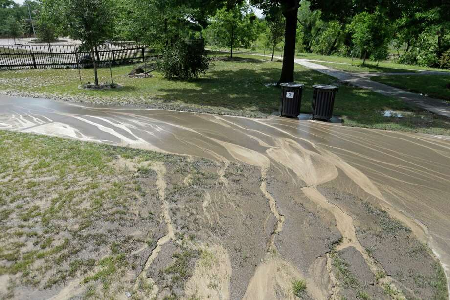 Receding floodwaters covered the dog park in mud. But its amenities--trails, trash cans, benches and such--were designed to bounce back from such problems. Photo: Melissa Phillip, Houston Chronicle / © 2015  Houston Chronicle
