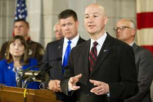 Nebraska Legislature overrides veto to abolish death penalty - Photo