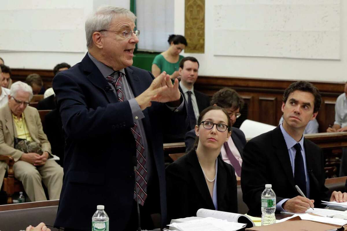 Steven Wise, president of the Nonhuman Rights Project, left, present his arguments in Manhattan State Supreme Court, in New York, Wednesday, May 27, 2015. Lawyers for two chimpanzees went to court to argue that the animals have