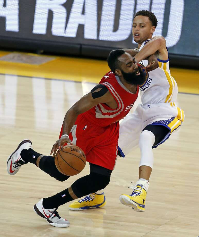 Golden State Warriors' Stephen Curry defends Houston Rockets'James Harden in 1st quarter in Game 5 of NBA Playoffs' Western Conference Finals at Oracle Arena in Oakland, Calif., on Wednesday, May 27, 2015. Photo: Scott Strazzante, The Chronicle