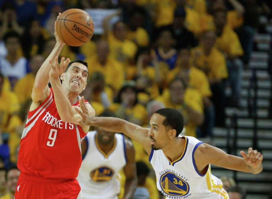 Houston Rockets guard Pablo Prigioni (9) throws a pass over Golden State Warriors guard Shaun Livingston (34) as Rockets center Dwight Howard (123) runs up the court during the first quarter of Game 5 of the NBA Western Conference finals at Oracle Arena Wednesday, May 27, 2015, in Oakland. Photo: James Nielsen, Houston Chronicle / © 2015  Houston Chronicle