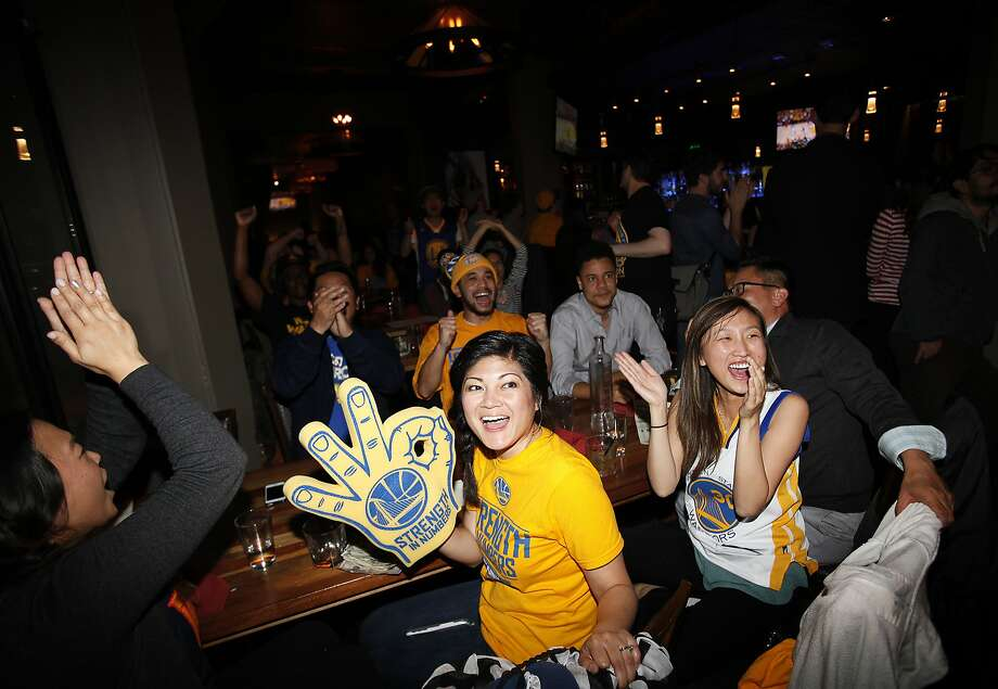 DiAnne Bueno, center, and Luly Liu, right, watch the Warriors at Tribune Tavern in Oakland, Calif., on Wednesday, May 27, 2015. Photo: Sarah Rice, Special To The Chronicle