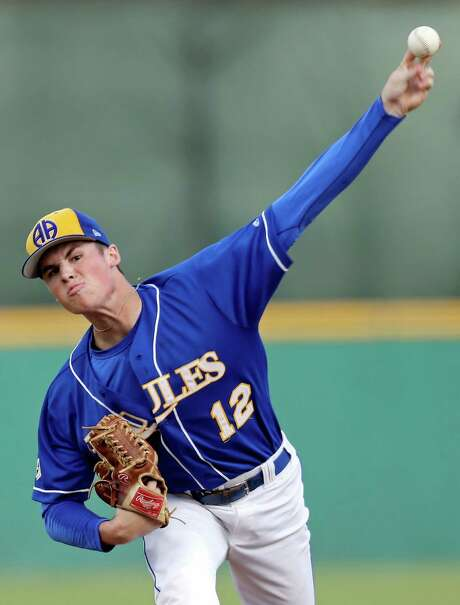 Alamo Heights' James Nittoli pitches against Corpus Christi Calallen during Game 1 of their Class 5A regional-semifinal series held Thursday May 28, 2015 at Nelson W. Wolff Municipal Stadium. Photo: Edward A. Ornelas, Staff / San Antonio Express-News / © 2015 San Antonio Express-News