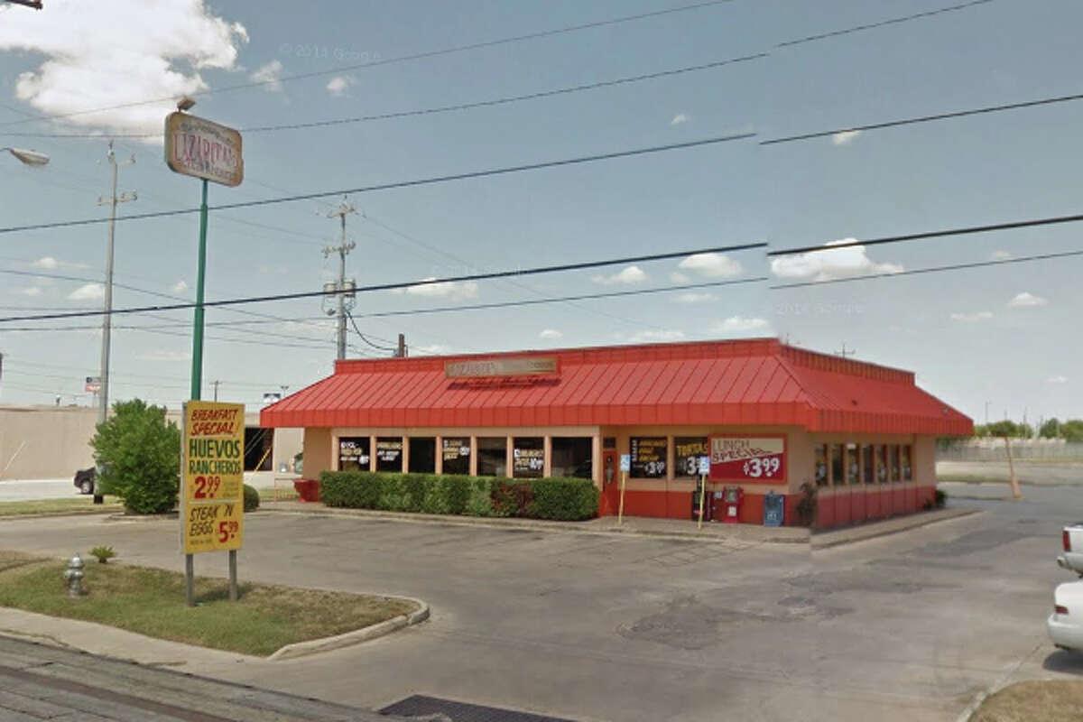 Lazarita's Mexican Restaurant: 166 S. W. W. White Road, San Antonio, Texas 78219Date: 04/10/2017 Score: 70Highlights: