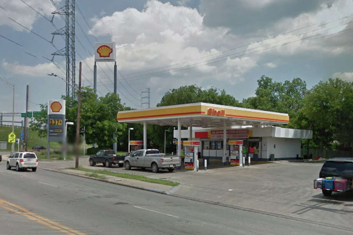 Fair Avenue Shell: 418 Fair Ave., San Antonio, TX 78223 Date: 10/06/2017 Score: 77  Highlights: Food not held at correct temperature; no Certified Food Manager present at time of inspection; prepared foods must be labeled with expiration date; establishment did not have current/valid permit; food not protected from cross-contamination; inspector observed non-operational handwashing stations