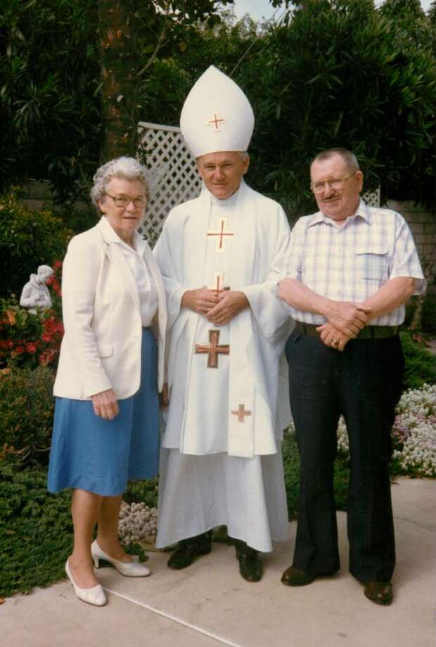 Eugene Greytak, a Trumbull native who recently died, was impersonator of Pope John Paul II. This photo was photo with  his sister Jean Andrejko and her husband Mac Andrejko on a visit to California. Jean is now 94 years old and still lives in Stratford. Photo: Contributed Photo / Connecticut Post Contributed