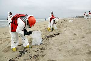 Los Angeles beaches to stay closed after tar balls was ashore - Photo