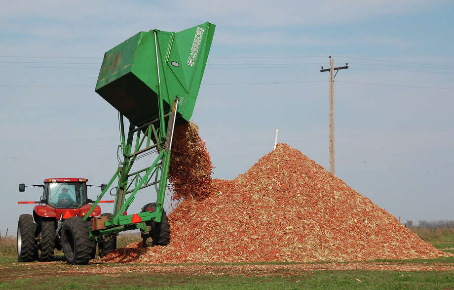 A dump wagon adds freshly gathered corn cobs to a pile on a farm near Hurley, S.D. The EPA has proposed requiring refiners to use some 17.4 billion gallons of renewable fuels next year, with about 14 billion gallons of that coming from traditional corn-based ethanol. The 2007 renewable fuel law set a target of 22.25 billion gallons of total renewable fuel for 2016. Photo: Associated Press File Photo / AP