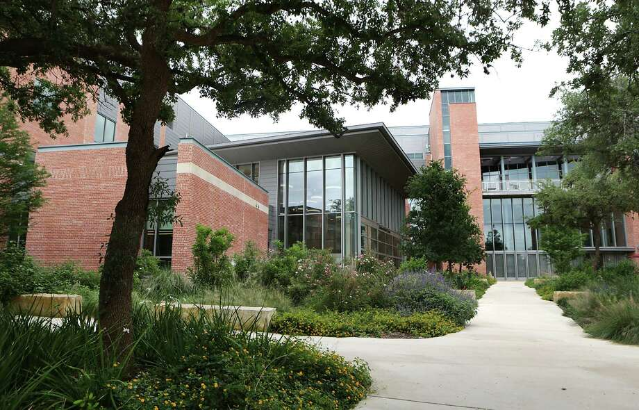 The Center of Sciences and Innovation is one of the newest facilities at Trinity Universty. Photo: Bob Owen /San Antonio Express-News / San Antonio Express-News