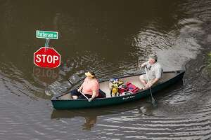 Texas residents watch swollen rivers, brace for more rain - Photo