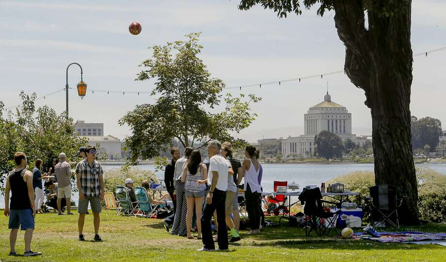 PIcnickers along to edge of Lake Merritt, as seen on Sat. May 30, 2015, in Oakland, Calif. Regular patrols by the Oakland Police Department over the weekends has cut down on the use of barbecues . Photo: Michael Macor, The Chronicle