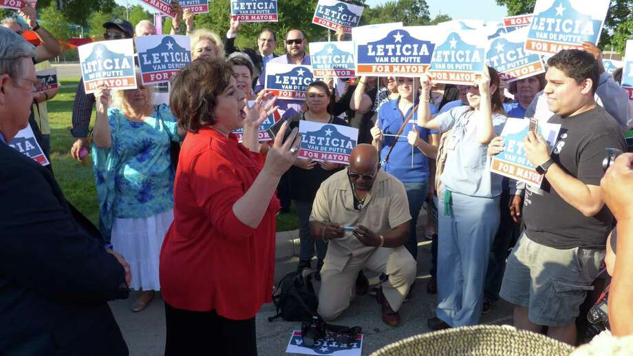 Candidate Leticia Van de Putte led supporters in a rally at Lions Field on Monday, June 1, before heading into the poll. Photo: John Gonzalez/San Antonio Express-News