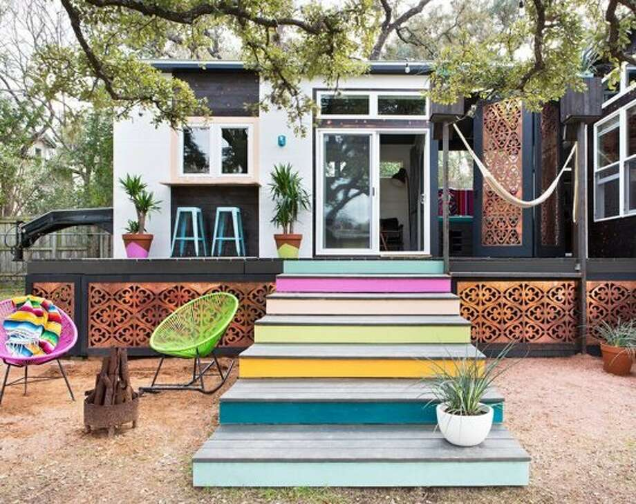 Austin–based interior designer Kim Lewis' colorful project. Photo: Molly Winters