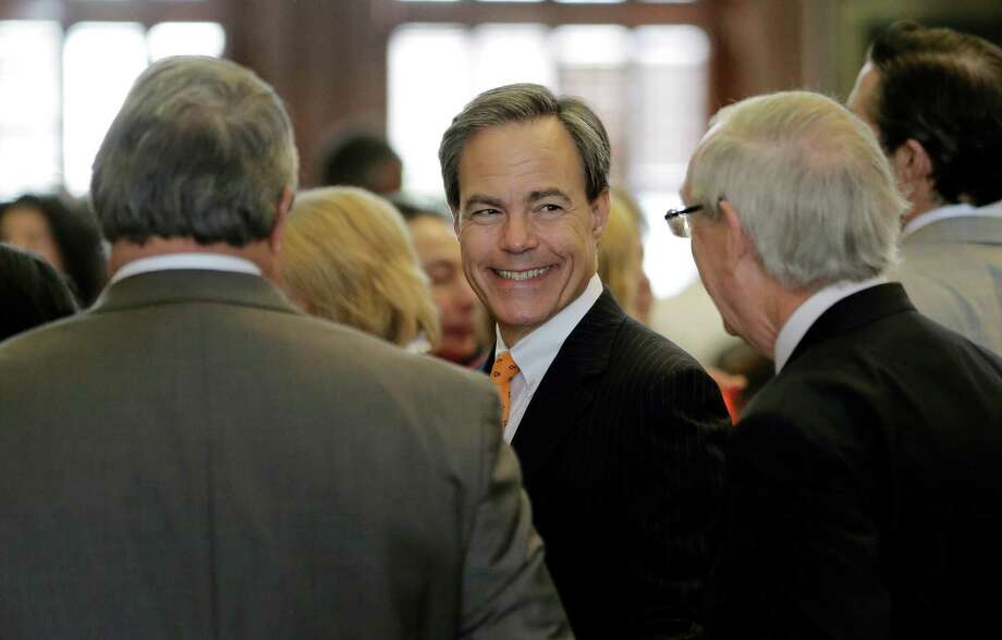 Texas Speaker of the House Joe Strauss, center, talks to fellow lawmakers on the House floor on the final day of the legislative session, Monday, June 1, 2015, in Austin, Texas. (AP Photo/Eric Gay) Photo: Eric Gay, Associated Press / AP