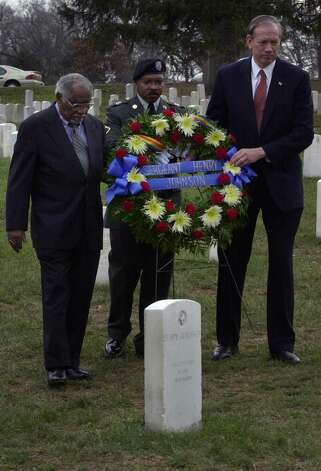From left, Herman Johnson of Kansas City, Mo.; PFC Gerald Gillard, New York Army National Guard, and Gov. George Pataki, carry a wreath to be placed near the grave of WWI hero Henry Johnson at Arlington National Cemetery in Washington D.C., on Jan. 10, 2002.  (Paul Buckowski/Times Union archive) Photo: PAUL BUCKOWSKI / ALBANY TIMES UNION