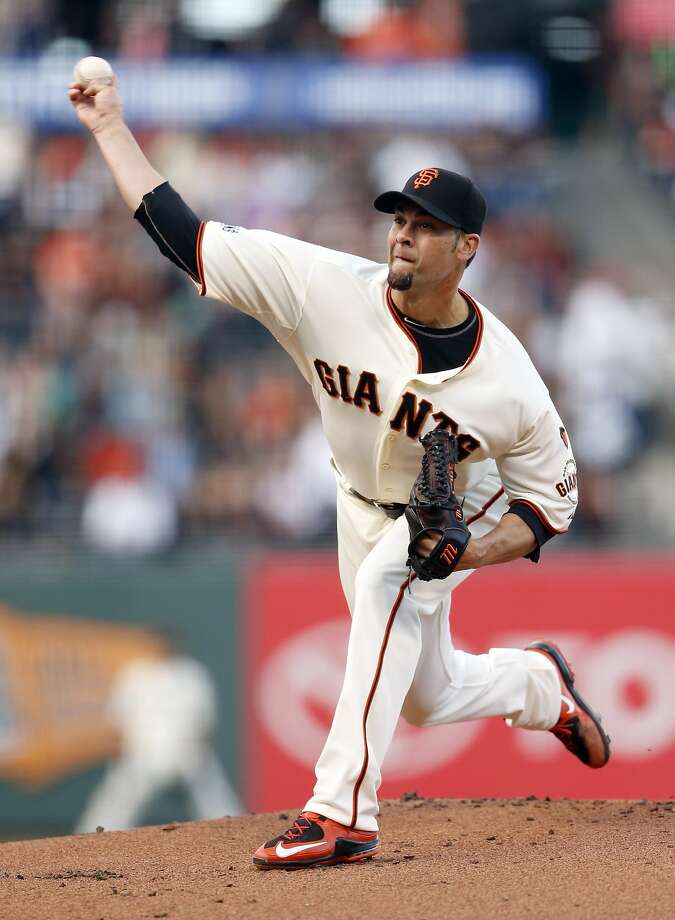 San Francisco Giants' Ryan Vogelsong delivers in 1st inning to Pittsburgh Pirates during MLB game at AT&T Park in San Francisco, Calif., on Monday, June 1, 2015. Photo: Scott Strazzante, The Chronicle