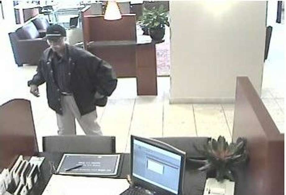 Police are hunting for a man who robbed a bank in San Mateo on Monday June 1, 2015. Photo: Courtesy, San Mateo Police Department