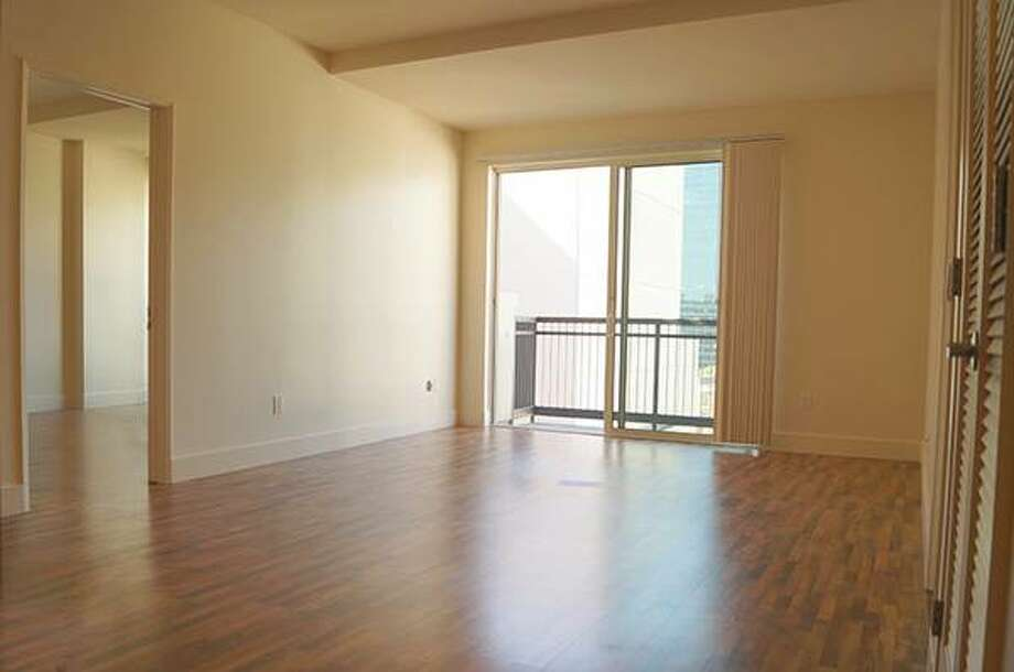Unit #1/50 Lansing: This is a 2 bed/2 bath Rincon Hill/Financial District condo renting for $4500 a month. Parking is of course extra. Photo: Http://sfbay.craigslist.org/sfc/apa/5005430845.html