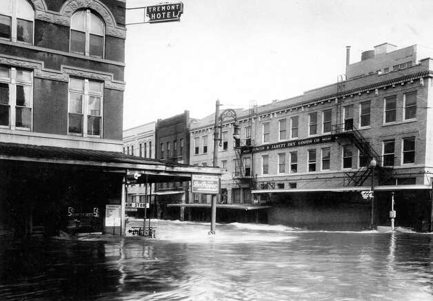 Milam at Congress, looking north. December 1935. Photo: J.R. Gonzales