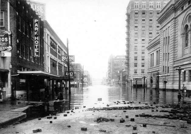 Looking north on Louisiana toward Texas Avenue, December 1935. Photo: J.R. Gonzales