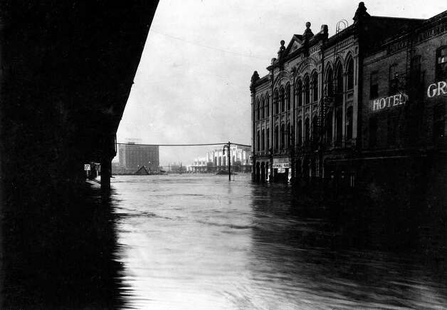 View down Congress toward the Southern Pacific Station, later site of downtown post office. December 1935. Photo: J.R. Gonzales