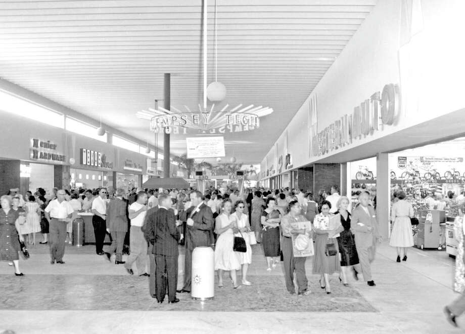 North Star Mall on opening day, Sept. 23, 1960. Photo: Express-News Archives