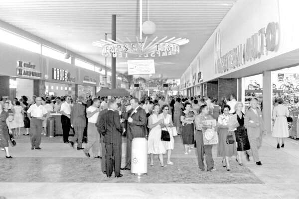 North Star Mall on opening day, Sept. 23, 1960.