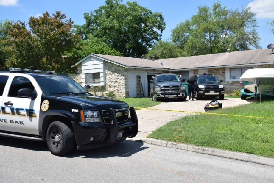 Live Oak Police arrived at the home on the 200 block of Lost Forest to check on the welfare of a woman. Instead they found a man inside who was unwilling to come out. Photo: Mark D. Wilson/San Antonio Express-News