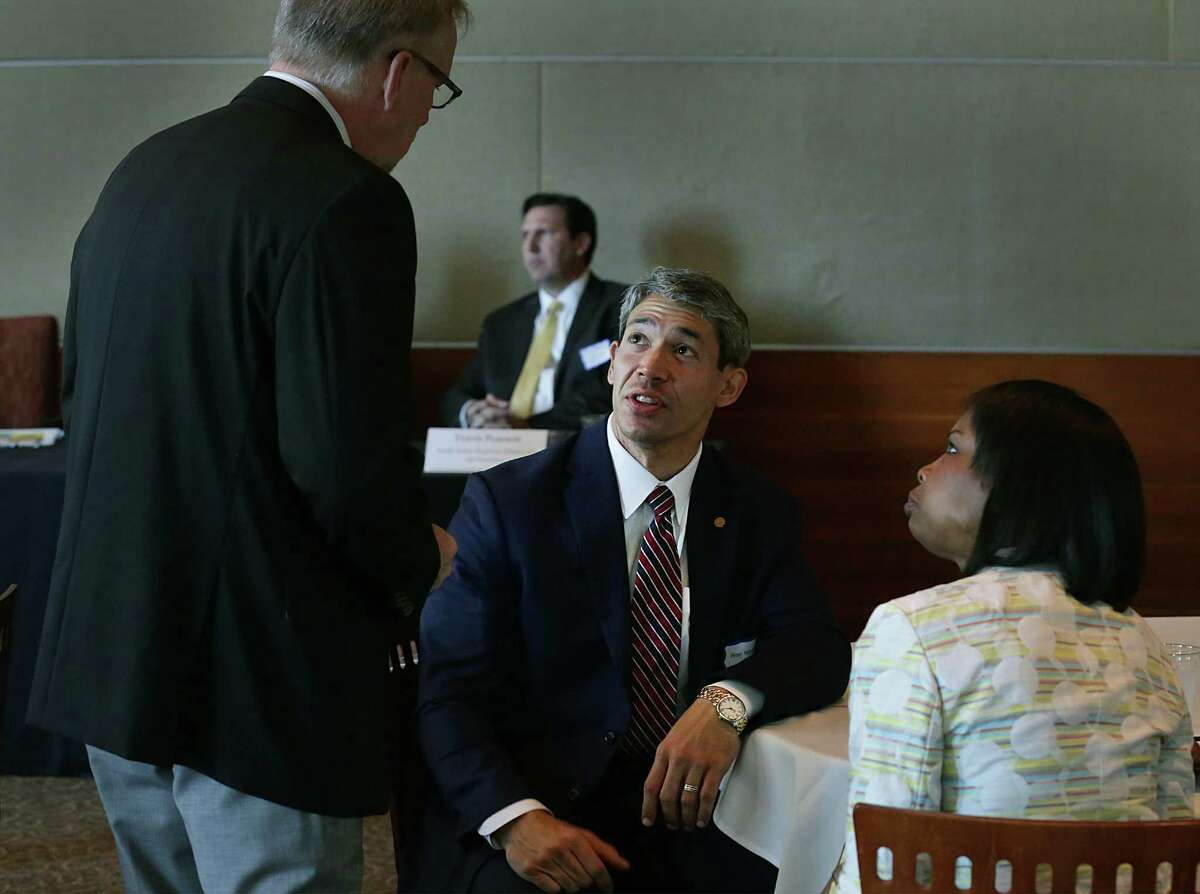 City councilman Ron Nirenberg, center, talks with Kevin Downey Jr., left, of Crosspoint, Inc., and Mayor Ivy Taylor at the beginging of a panel discussion concerning homeless veterans and how to provide housing for them, on Tuesday June 2, 2015, held at The International Center.