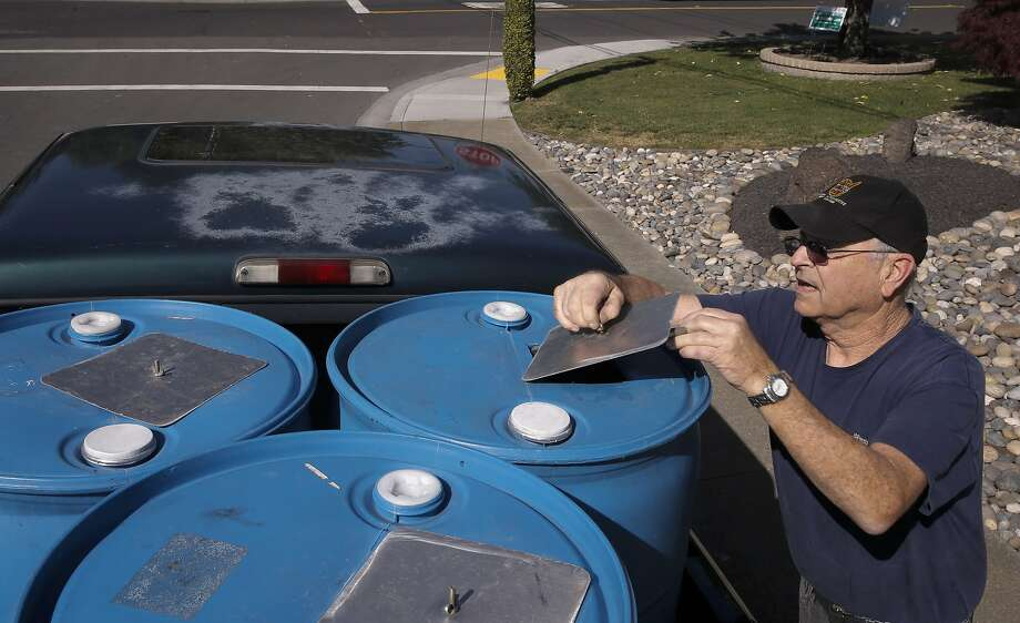 Dublin resident Art King collects recycled water from Dublin San Ramon Services District Recycled Water Plant in Pleasanton, Calif., to keep his yard looking green during the drought, as seen on Fri. April 3, 2015. Photo: Michael Macor, The Chronicle