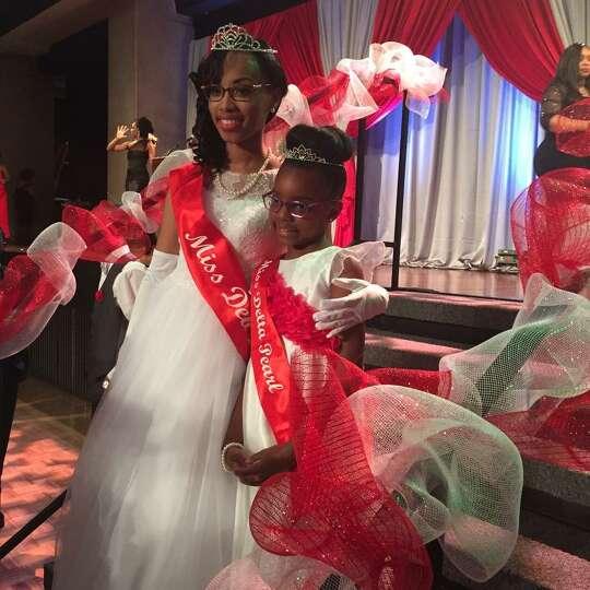 Miss Deb 2015 Nyra Alexander stands with Miss Delta Pearl 2015 Jasmyn Grant. (LaTanya Coleman)