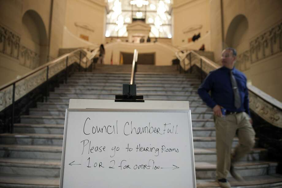 The Oakland city government limited seating at the council chambers after a contentious meeting in May. Photo: Carlos Avila Gonzalez - San Fran, The Chronicle