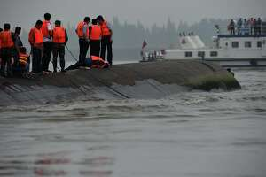 China escalates effort to recover missing from capsized ship - Photo