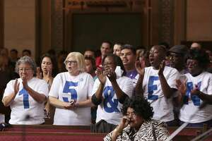 L.A. council votes for $15 minimum wage - Photo