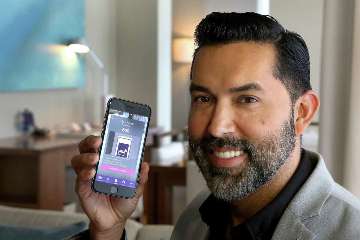Alexis Espejo, marketing manager at the W Fort Lauderdale Hotel, shows off the new keyless-entry app at the hotel. (Mike Stocker/Sun Sentinel/TNS) ORG XMIT: 1168554