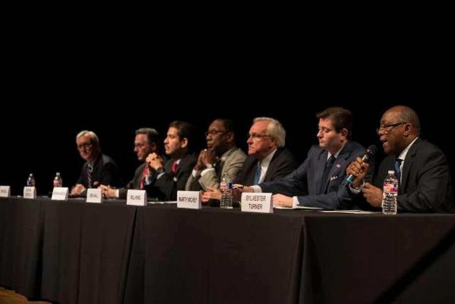 Los siete hombres que queren suceder a Annise Parker al frente de la Alcaldía de Houston hicieron su primera aparición como grupo en un foro sobre el panorama artístico y cultural de la llamada 'Ciudad Espacial'. Photo: Jamaal Ellis, Para El Houston Chronicle