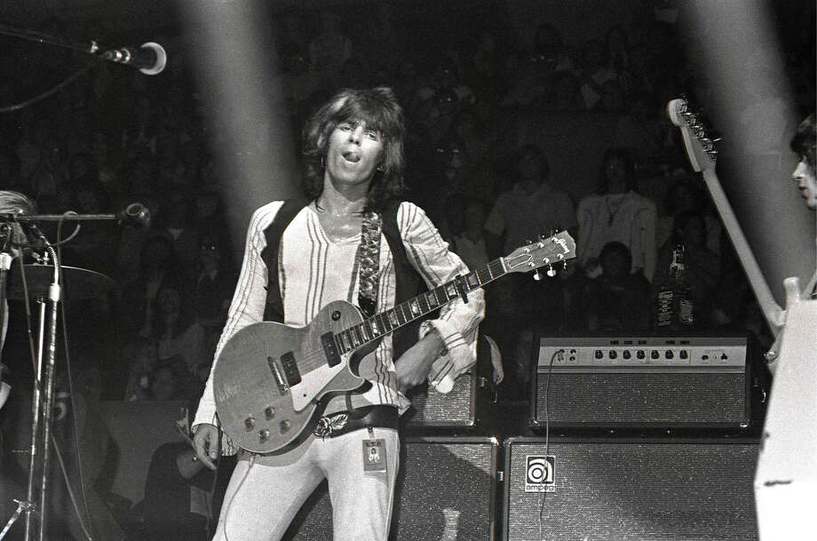 Keith Richards performing live onstage with the Rolling Stones, playing a Gibson Les Paul guitar with P90 pickups. Photo: Robert Knight Archive, Getty Images / Redferns