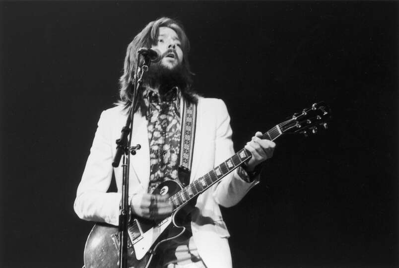 eric clapton plays a les paul in 1973 photo. Black Bedroom Furniture Sets. Home Design Ideas